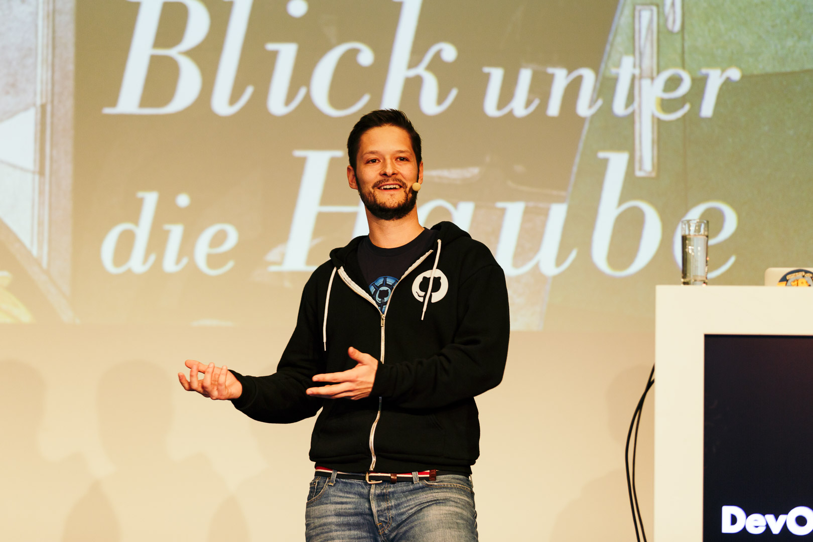 Speaker bei einer Session der DevOps Conference